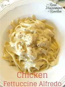 Chicken Fettuccine Alfredo | www.housewivesofriverton.com