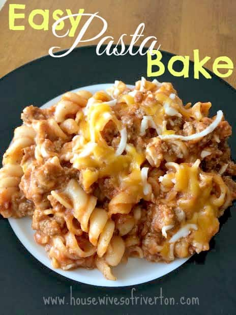 Easy Pasta Bake, start to table in 30 minutes | www.housewivesofriverton.com