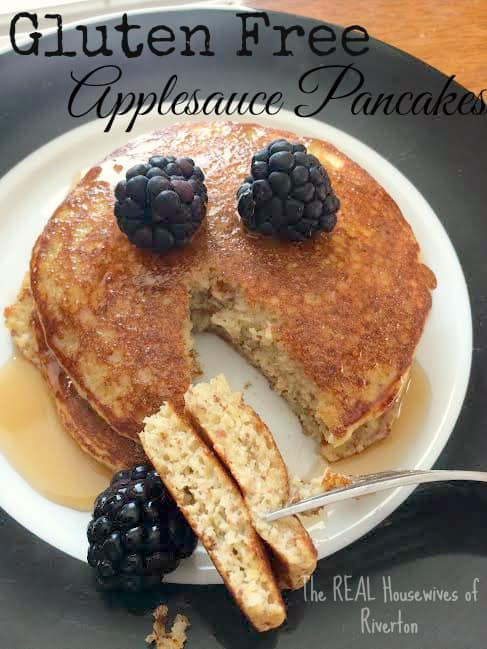 Delicious Gluten Free Applesauce Pancakes | www.housewivesofriverton.com