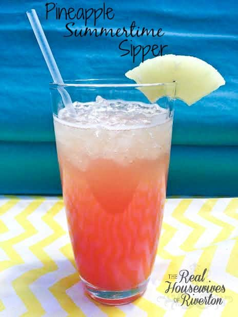 Pineapple Summertime Sipper | www.housewivesofriverton.com