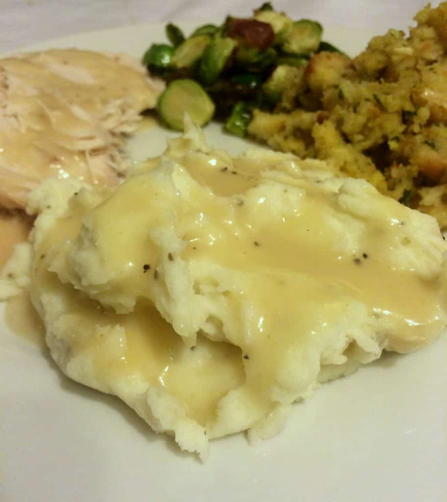 Thanksgiving Turkey and Gravy | www.housewivesofriverton.com
