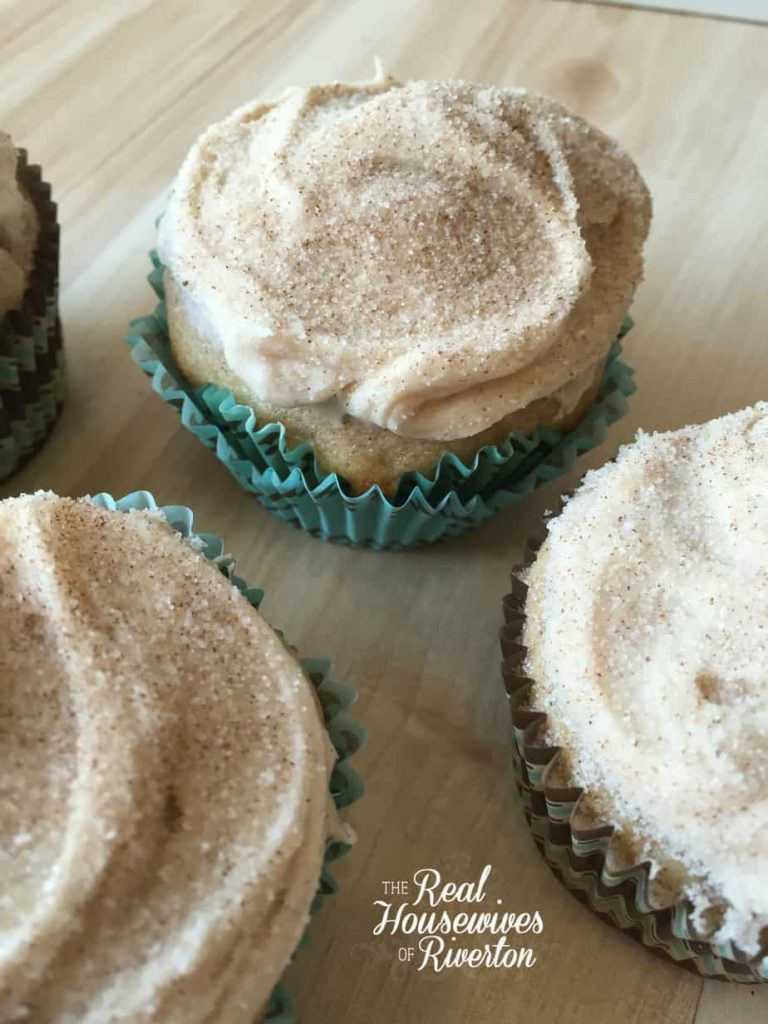 snickerdoodle cupcakes housewivesofriverton.com