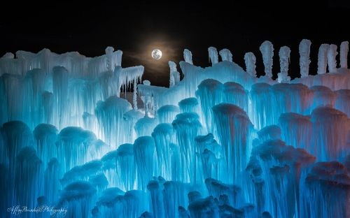 Ice Castles in Midway, Utah! Get a 15% discount on admissions! | www.housewivesofriverton.com