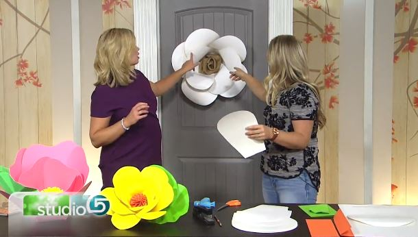 Giant Poster Board Flowers – Tutorial