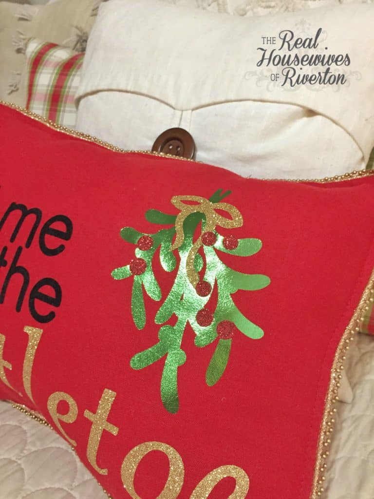 meet me under the mistletoe diy pillow tutorial