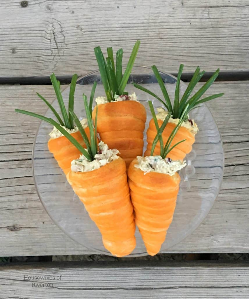 Crescent Roll Carrots are the perfect addition to your Easter dinner! | www.housewivesofriverton.com