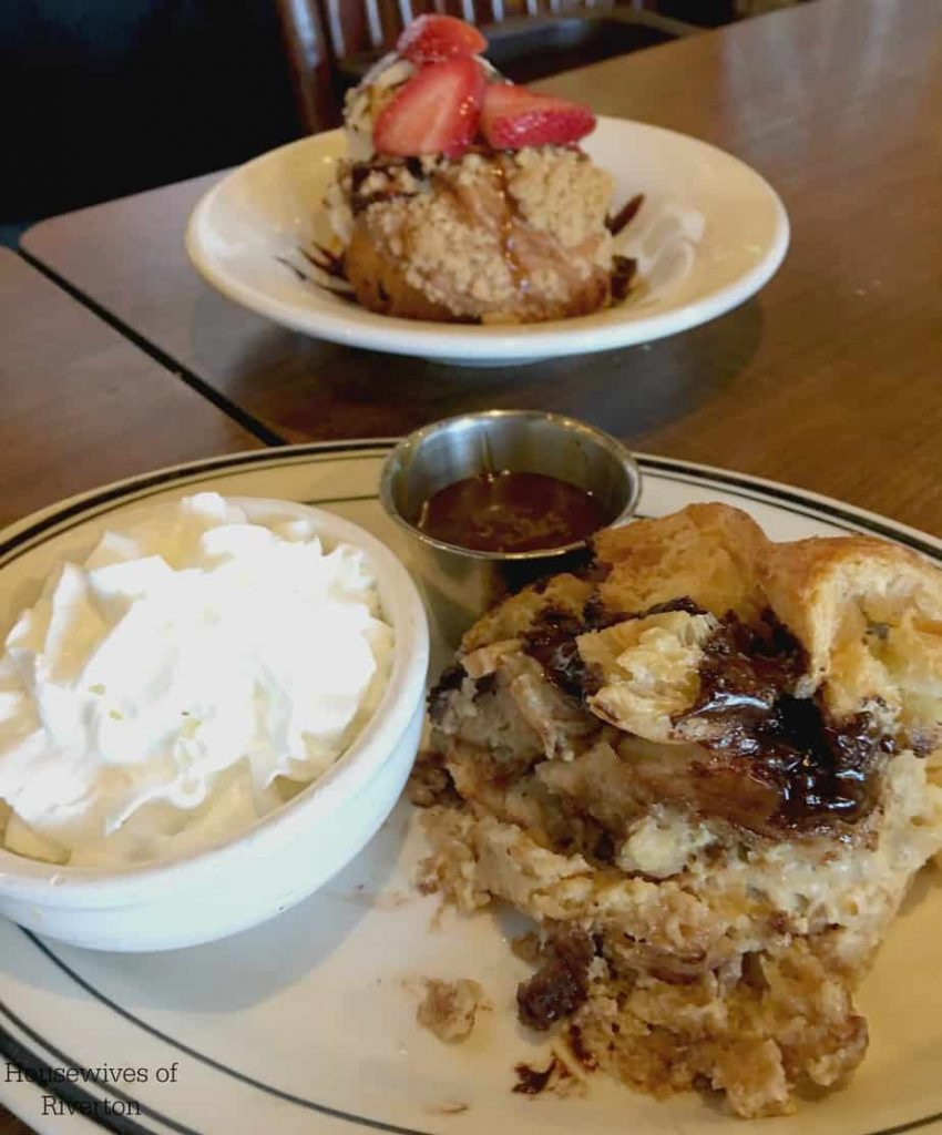 Enjoy a delicious 3 course Mother's Day Dinner at Mimi's Cafe and get a free entree to be used on a return visit by May 28th | www.housewivesofriverton.com