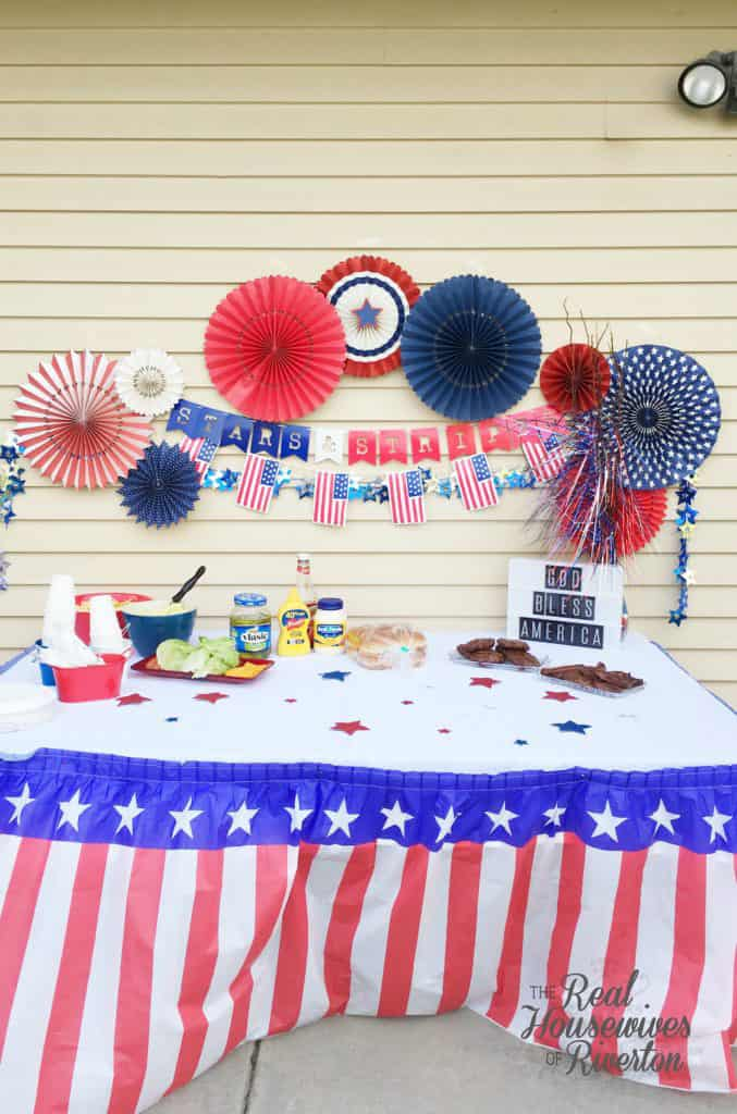 Red White and Blue BBQ Decor - housewivesofriverton.com
