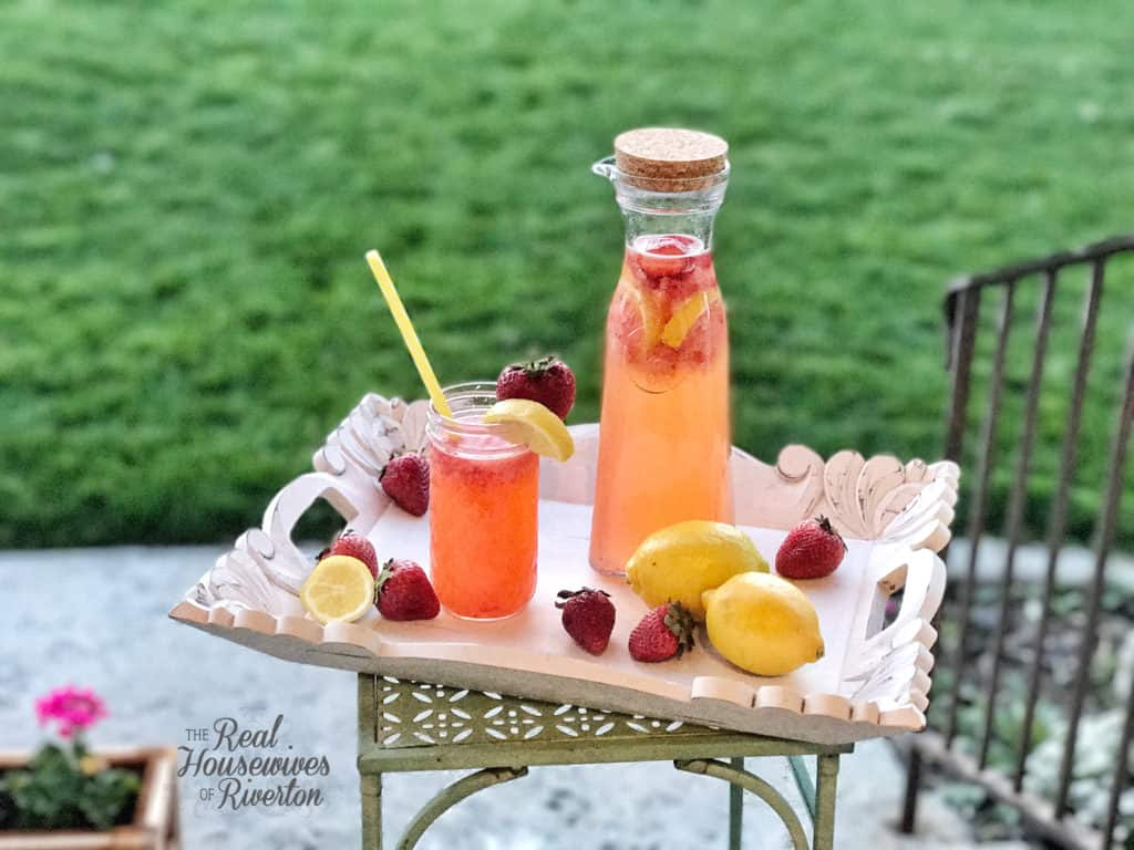 Homemade Strawberry Lemonade Recipe - housewivesofriverton.com