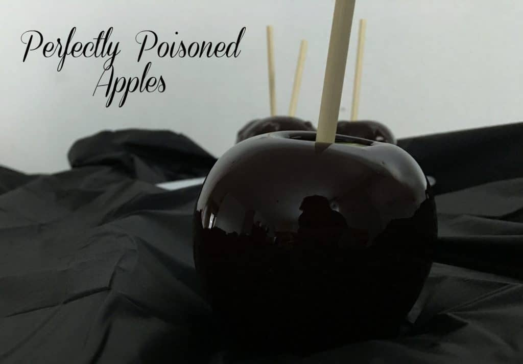 These Perfectly Poisoned Apples will add extra fun to any Halloween gathering! | www.housewivesofriverton.com