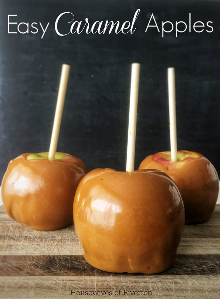 Easy Caramel Apples will always be a hit for fall parties! | www.housewivesofriverton.com