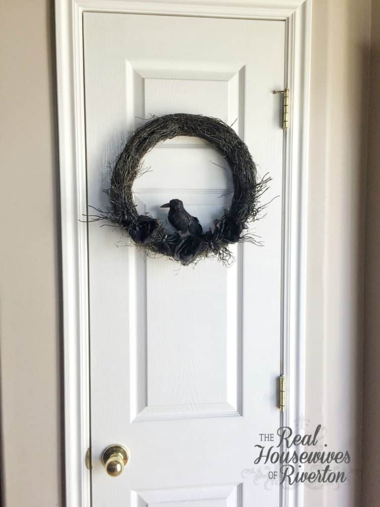 DIY Spooky Halloween Wreath - housewivesofriverton.com