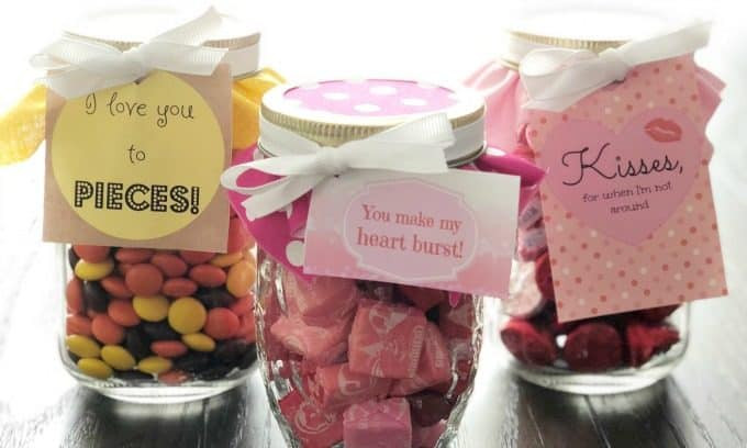 Make an easy, sweet treat gift for your loved one on Valentine's Day using our Free Printable Tags, a mason jar, and candy! | www.housewivesofriverton.com
