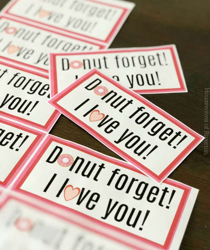 This cute Valentine Free Printable is a perfect way to tell your family and friends how much you love them, while giving them a sweet treat to enjoy! | www.housewivesofriverton.com