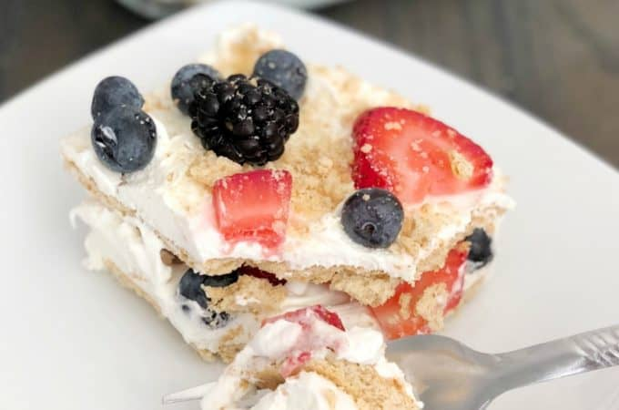 Summer Berry Ice Box Cake | www.housewivesofriverton.com