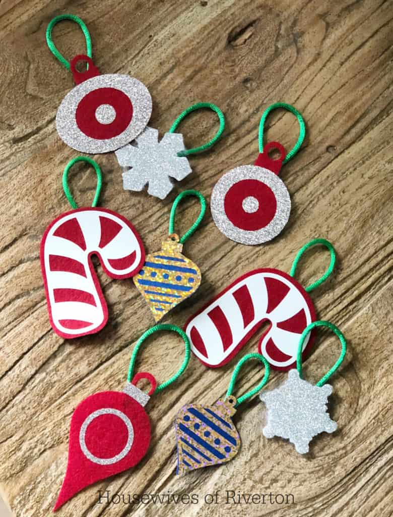 Felt Christmas Ornaments | www.housewivesofriverton.com