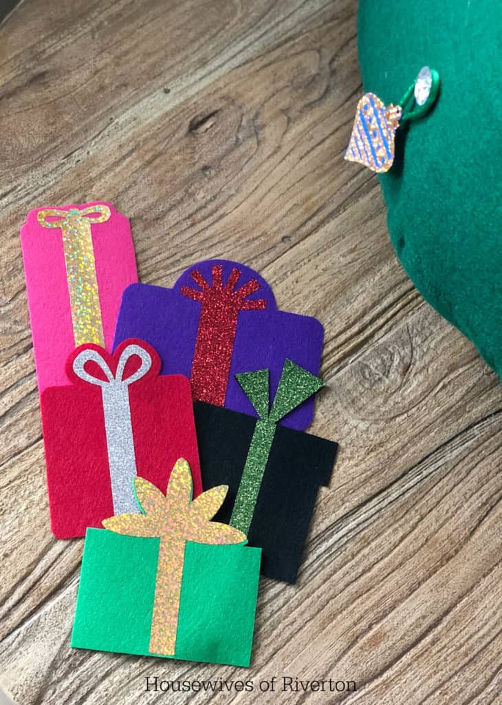 Felt Christmas Presents | www.housewivesofriverton.com
