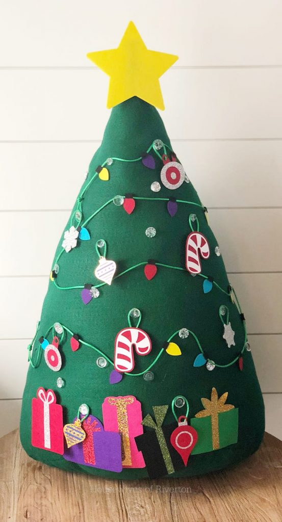 Kids Felt Christmas Tree Tutorial | www.housewivesofriverton.com