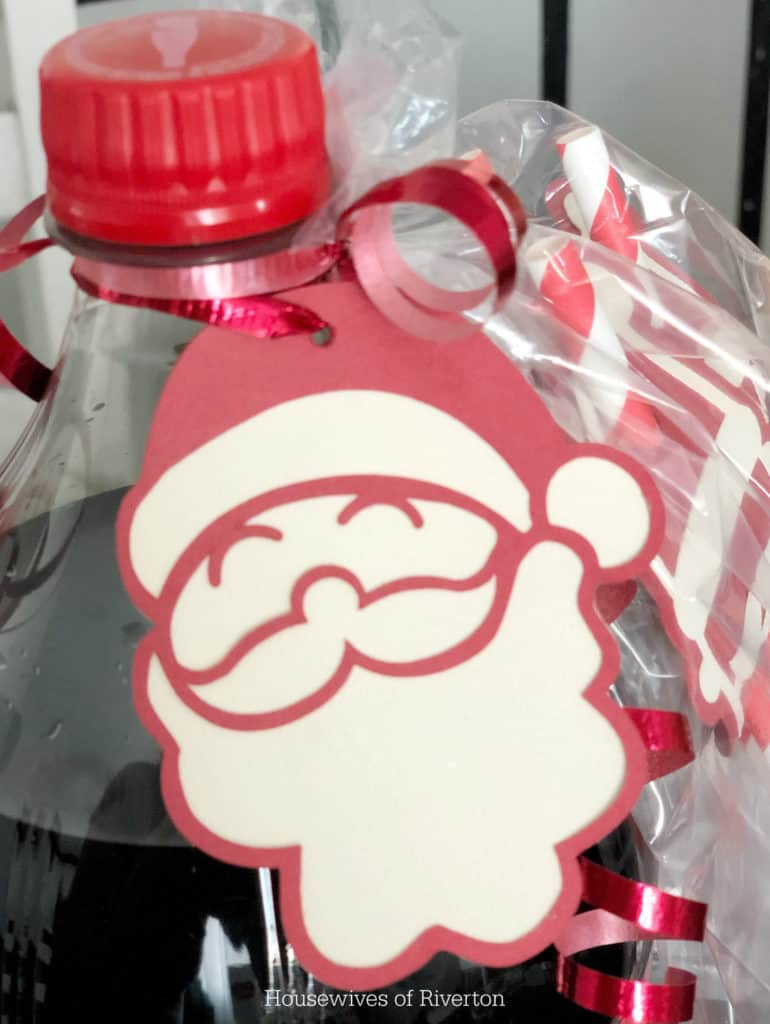 Santa Gift Tag | www.housewivesofriverton.com